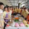 Phòng Đào tạo Nhật Bản Hoàng Long CMS hướng dẫn học viên chế biến món Sushi