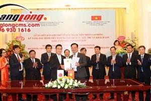 (BÁO NHÂN DÂN) Hoàng Long CMS – doanh nghiệp đầu tiên chính thức ký kết visa Kỹ năng đặc định